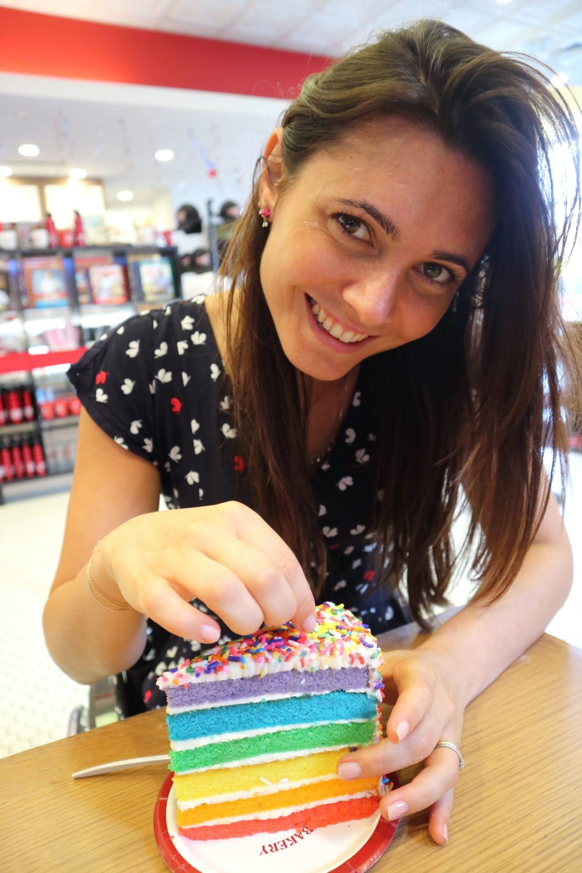 bakery con rainbow cake