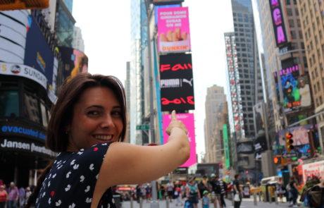 Giulia Lamarca in carrozzina a Times Square, New York