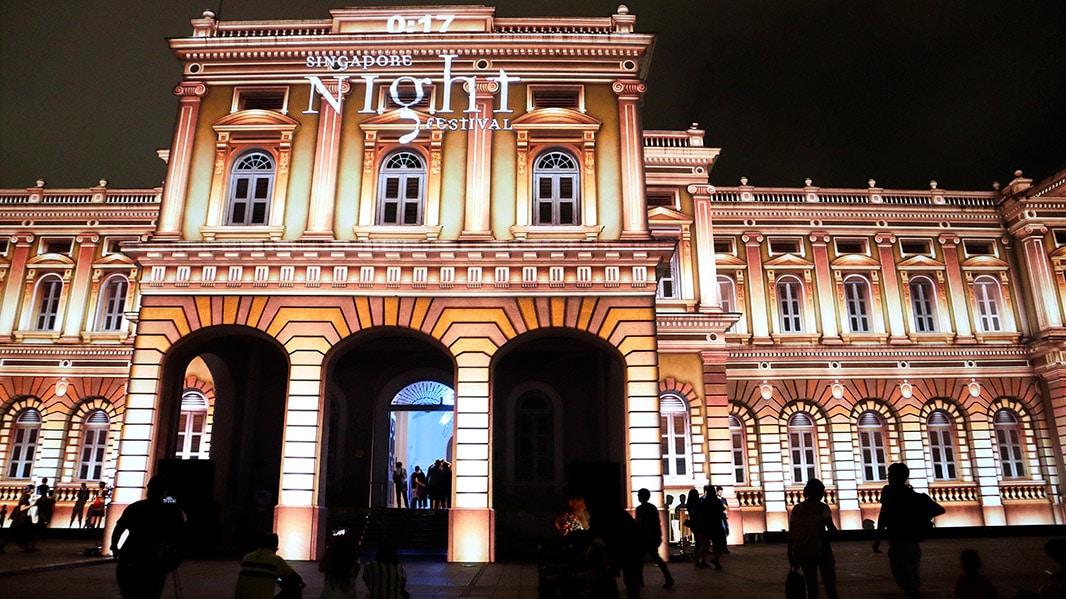spettacolo di luci sul national museum di singapore