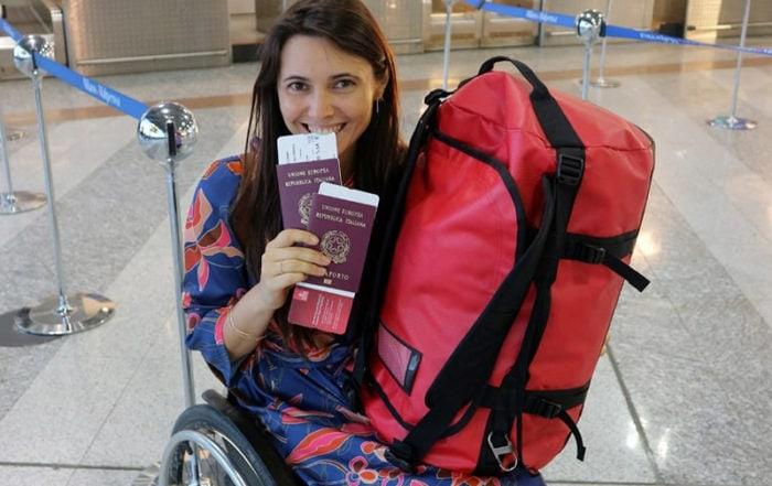 Giulia Lamarca in aeroporto con il passaporto